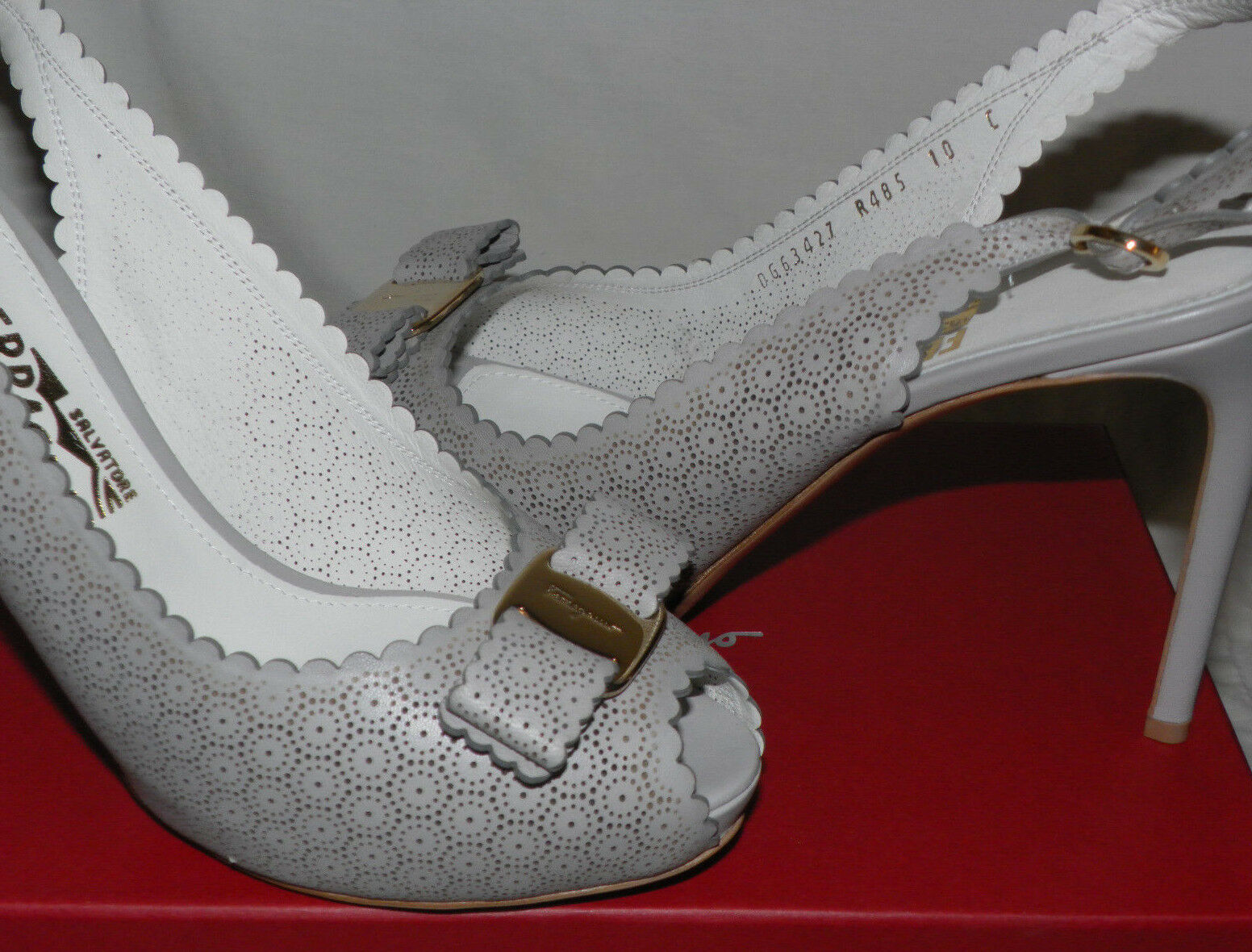 SALVATORE SALVATORE SALVATORE FERRAGAMO PEEP TOE PERFORATED LACE VARA LEATHER SLING BACK PUMPS Sz.10 6223a4