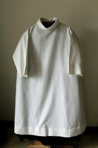Chasuble-of-Priest-White-after-Council-Vatican-II