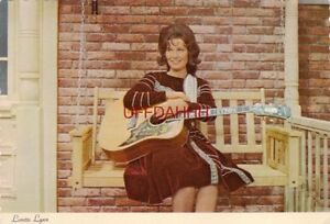 Continental-size LORETTA LYNN, STAR OF COUNTRY MUSIC AND TELEVISION