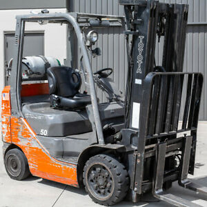 Toyota-Nissan-yale-Universal-Replacement-all-Forklift-Bucket-Seat-with-Seat-Belt