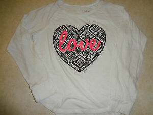 f885280600f13 GIRLS SIZE 8 WHITE JUSTICE TOP SHIRT WITH HEART SPARKLY SEQUINS PINK ...