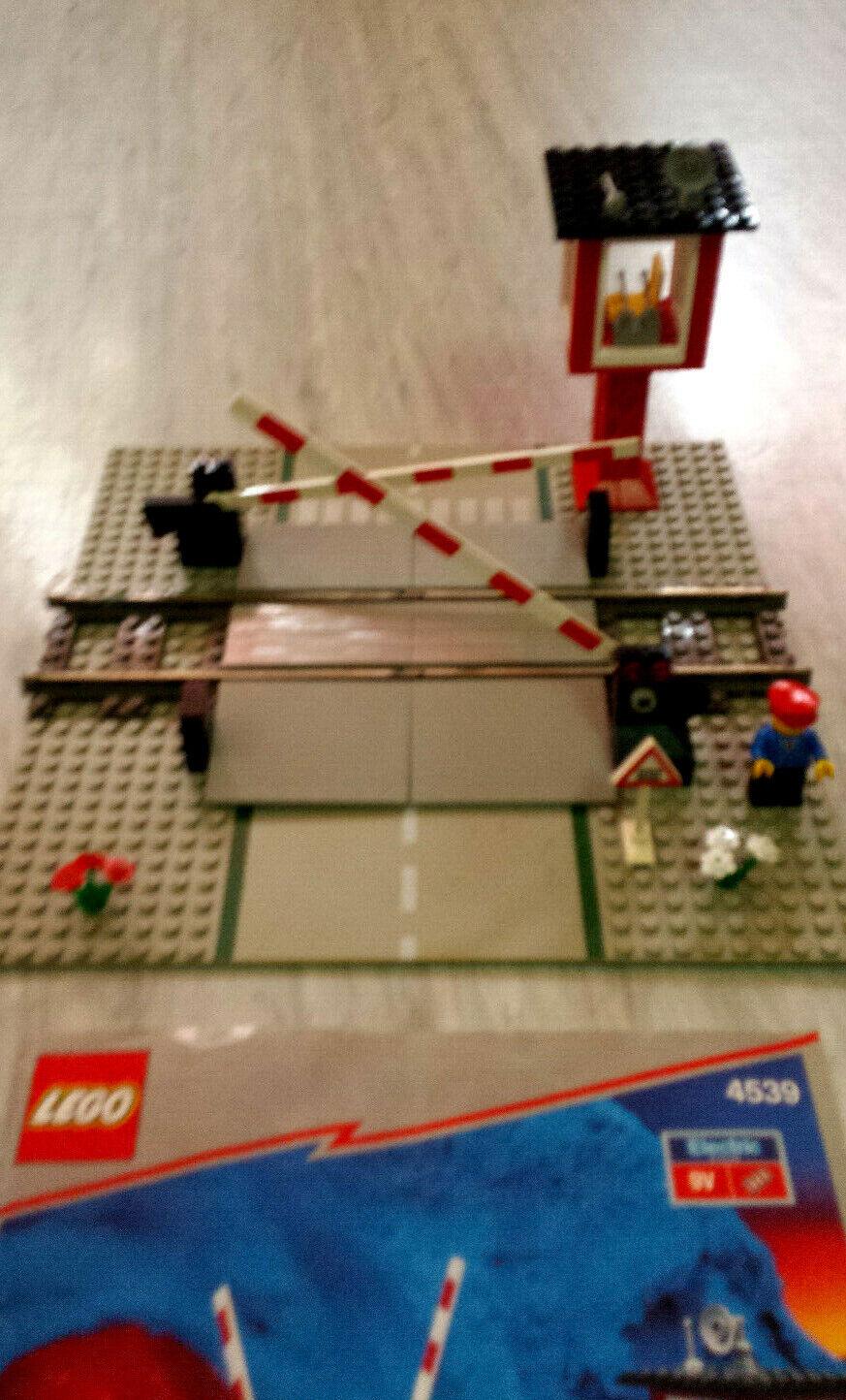 Lego 4539 - Bahnübergang 9V komplett mit Wärter- Haus Schranken Bauplan