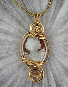 VINTAGE-ANTIQUE-CAMEO-PENDANT-NECKLACE-CARVED-ITALIAN-SHELL-14KT-ROLLED-GOLD