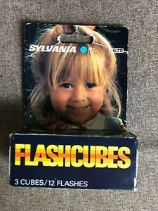 Sylvania Blue Dot Flash Cubes vintage pack of 3 cubes 12 flashes GTE USA cameras