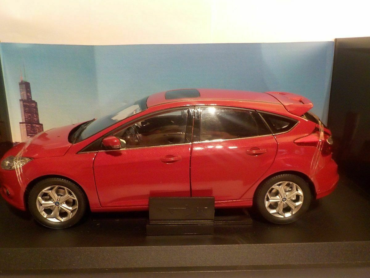 Ford Focus - Red, 2015, 1 18 Scale - Paudi Diecast Model Car