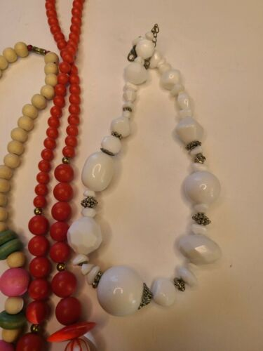 VINTAGE Chunky Wood & Plastic Liteweight Beaded Ne