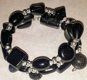 Memory-Wire-Wrap-Bracelet-With-Black-amp-Silver-Color-Toned-Glass-Beads-Handmade