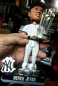DEREK-JETER-New-York-Yankees-Bobble-Head-World-Series-Trophy-5-Rings-amp-Box-as-is