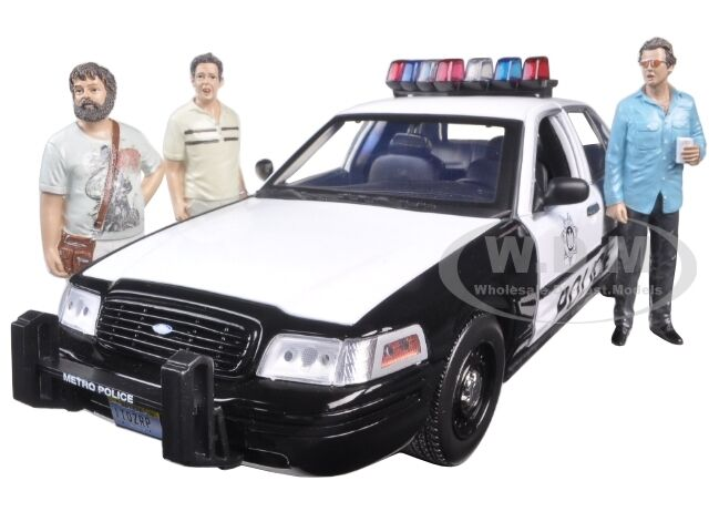 2000 FORD CROWN VICTORIA POLICE 3 FIGURES  THE HANGOVER  1 18 verdeLIGHT 12911