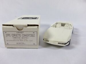 AMT-Ertl-1991-Chevrolet-Corvette-Convertible-Arctic-White-Dealer-Promotional-Car