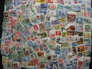 Canada-collection-of-200-different-MNH-stamps