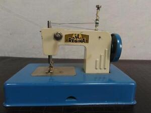 Naehmaschine-Kindernaehmaschine-Metall-Regina-Samller-Antik-Stil-Spielzeug-12b4