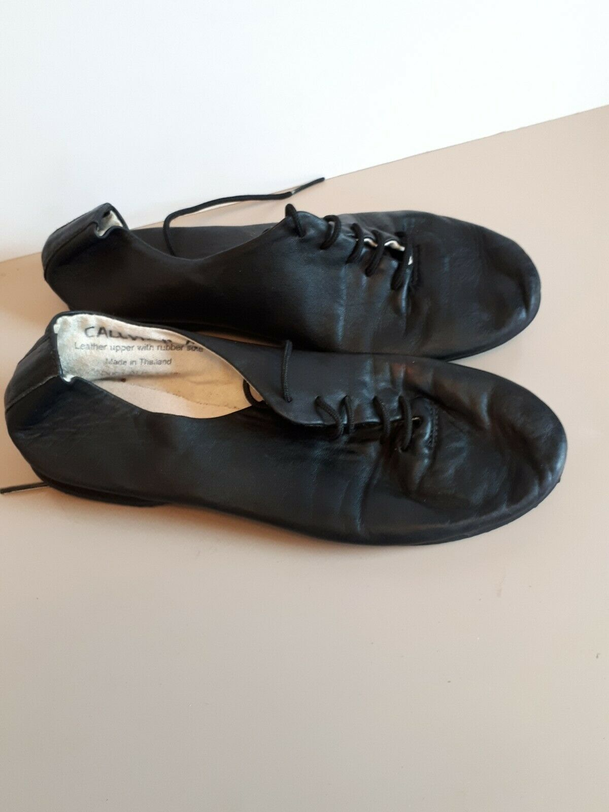 CHILDS BLACK LEATHER UPPER, LACE UP DANCE / JAZZ SHOES. USED. SIZE 12 ( 30 ).