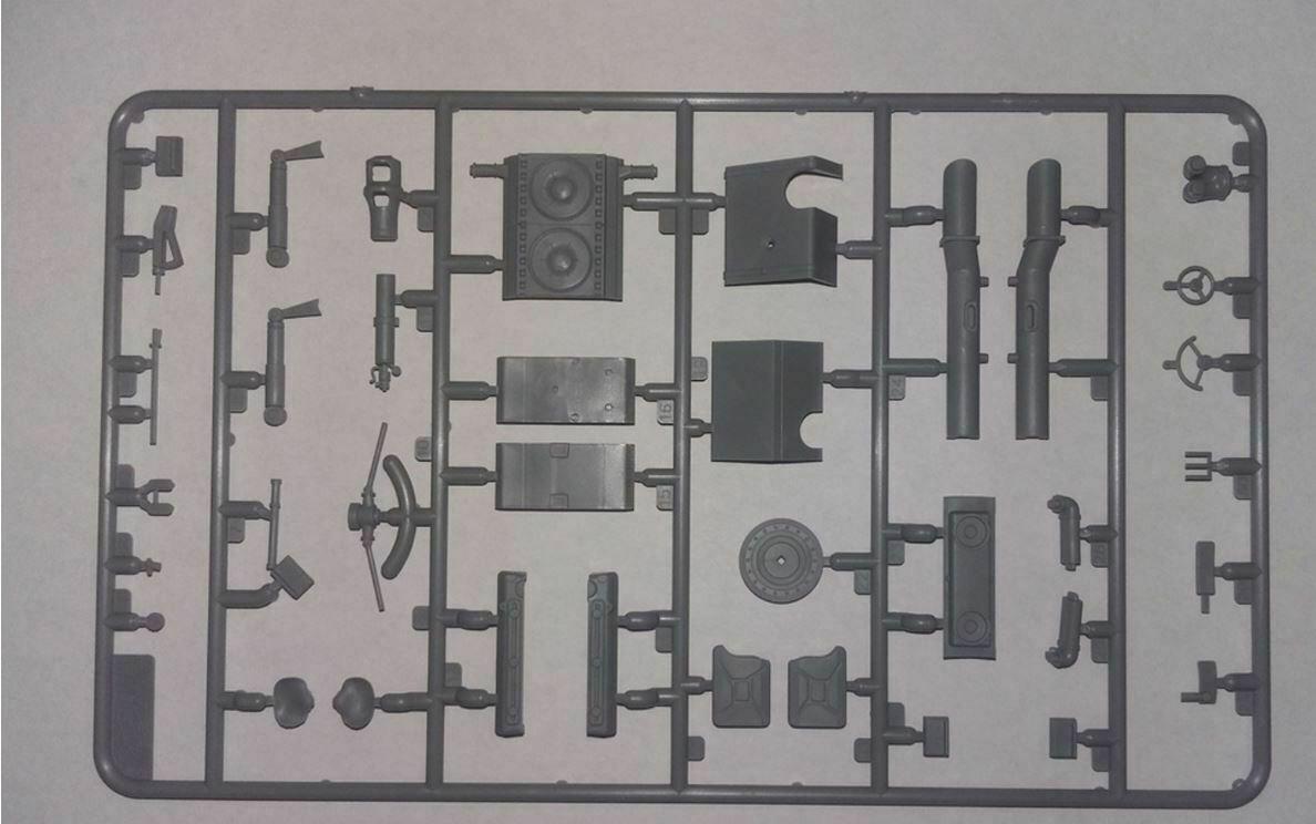 ICM 35364 Pz.Kpfw.VI Ausf.B King Tiger late production 1 1 1 35 Plastic model 229 mm c9eccb