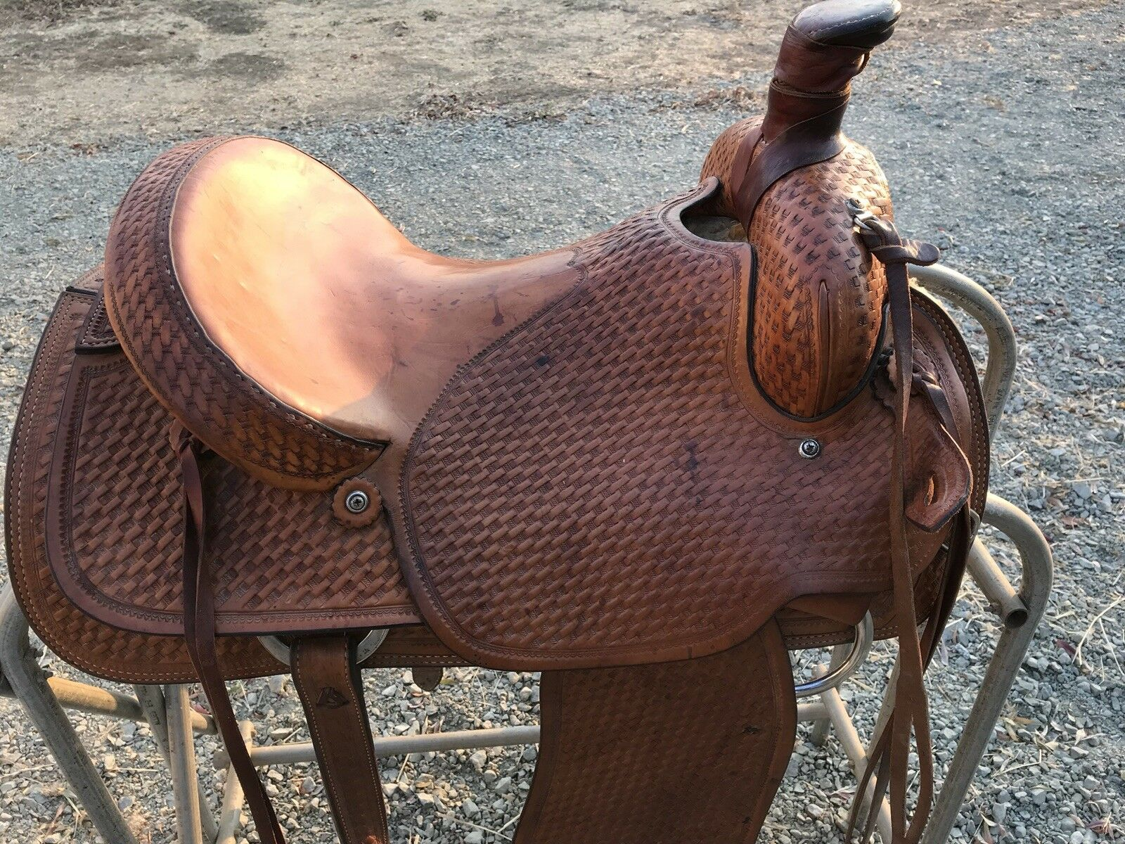 Crates Roping Saddle 16 Inch