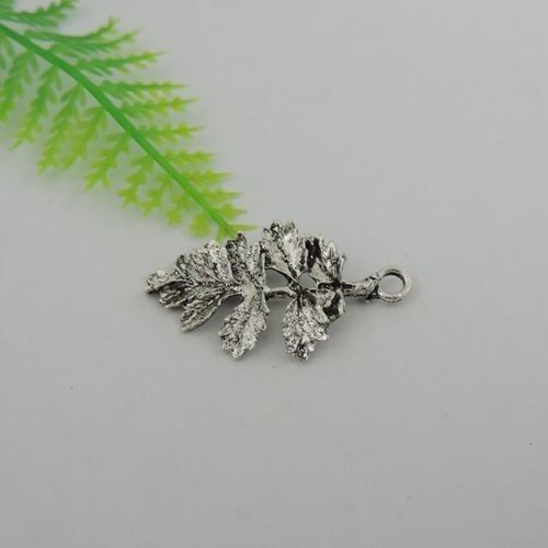 39401 Antique Silver Tone Alloy Leaf Charms Pendants Size 32*18*2mm 40PCS