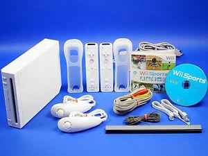 Nintendo-Wii-Konsole-mit-Wii-Sports-Komplettset-fuer-2-Spieler-59031