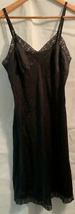 Vintage-Vanity-Fair-Black-Full-Slip-Negligee-36-Nylon-Lace-Trim-Night-Gown