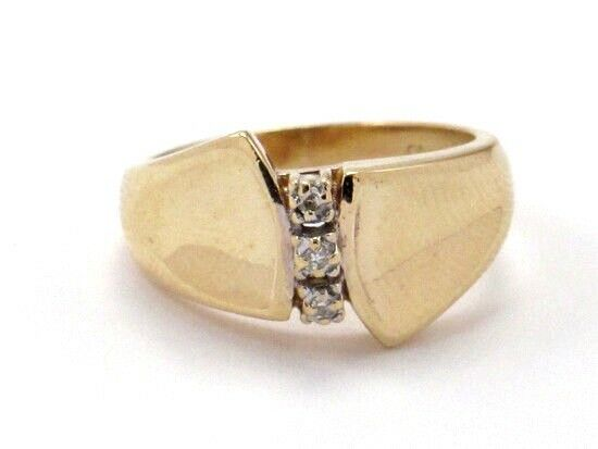 10k Yellow gold Round Diamond Right Hand Ring .06ct