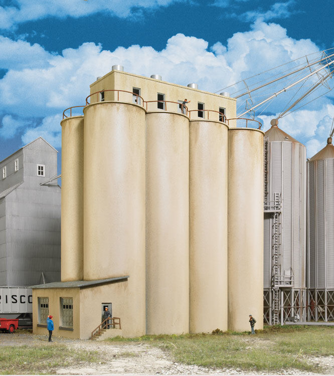 933-2942 Walthers Cornerstone Modern Grain Head House w/Silos