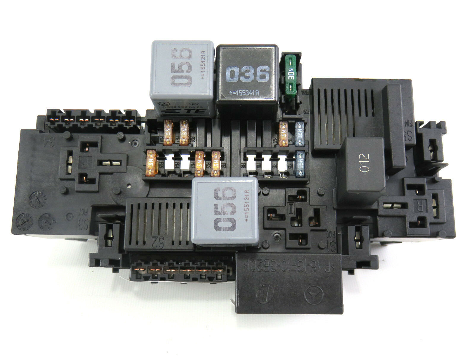 15 16 Mercedes Benz C Class Front Left Engine Bay Fuse