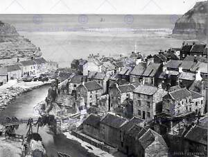 WHITBY-STAITHES-YORKSHIRE-ENGLAND-OLD-BW-PHOTO-PRINT-POSTER-2196BWB