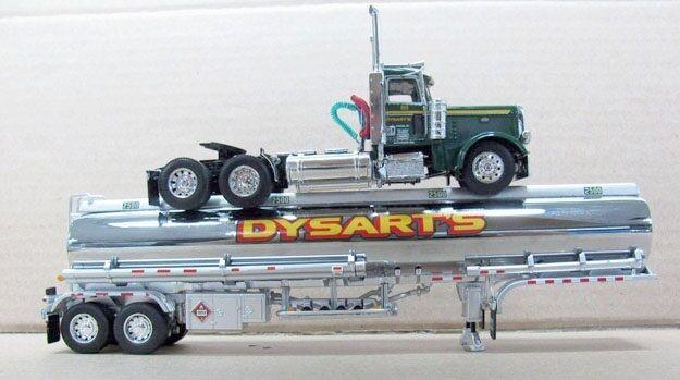 DCP Dysart's 389 PETERBILT Day Cab avec Petroleum Tanker 1 64 nouveau