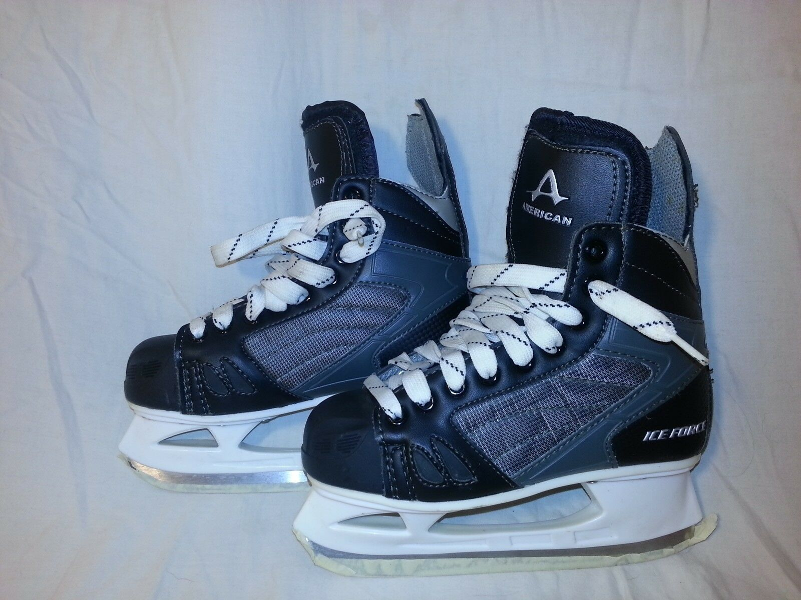 American Athletic Ice Force  Skating shoes size 4 EUC
