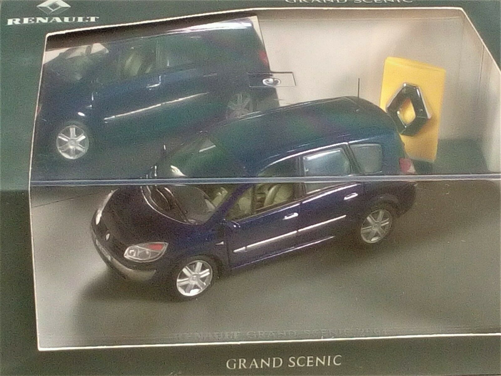 UNIVERSAL HOBBIES 1 43 RENAULT GRAND SCENIC - UH 1 43 MINT & BOX