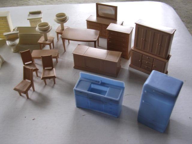 30 Assorted Vintage Plastic Plastic Plastic Pieces of bambola House Furniture 489ac5