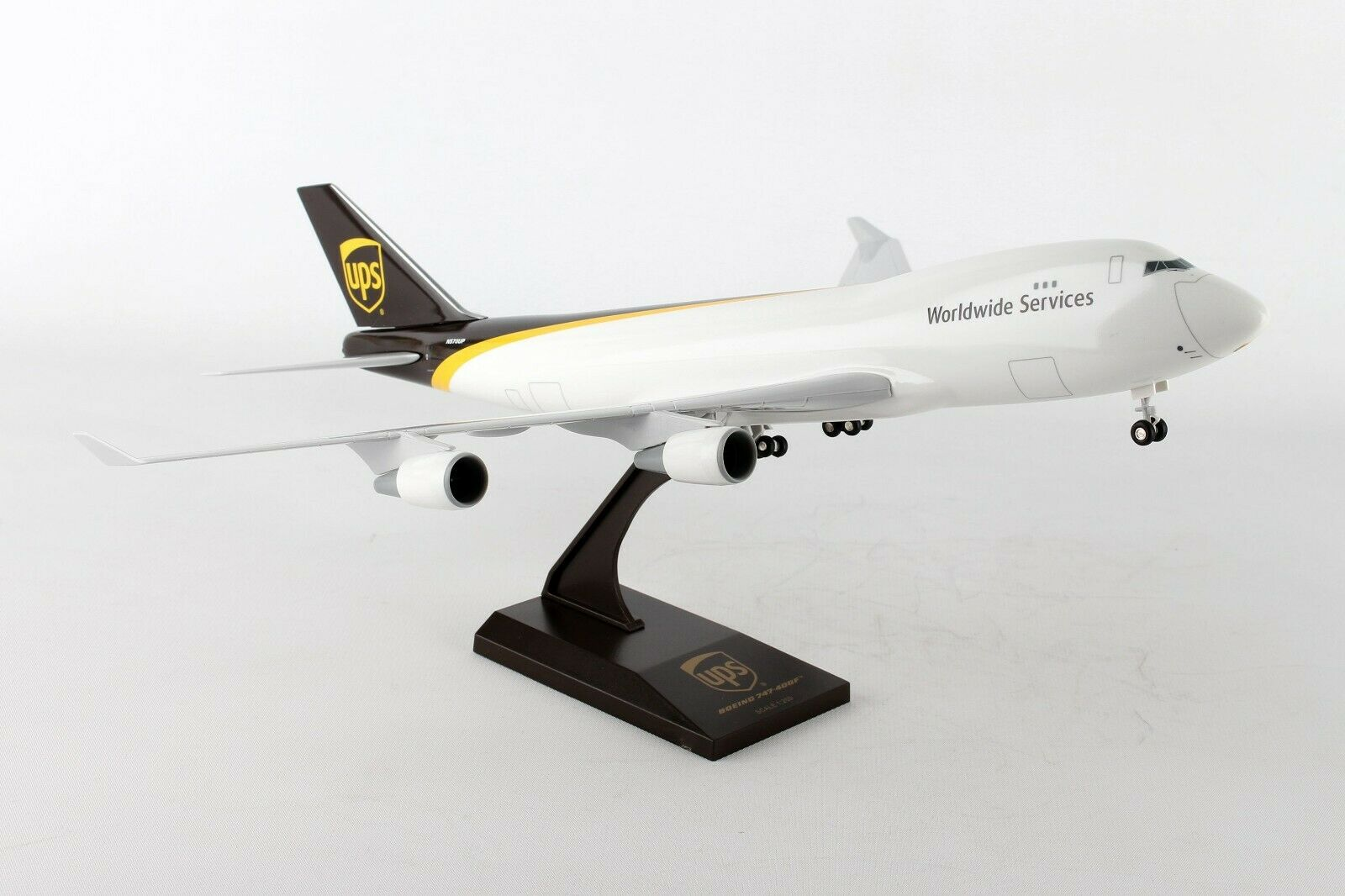 Skymarks UPS Boeing Boeing Boeing 747-400F 1 200 Scale Model  with Stand and Gears N570UP e11182