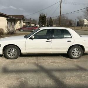 SAFETIED 2003 Ford crown Vic