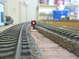 SIX-MODEL-RAILROAD-SIGNAL-TARGETS-HO-SCALE-with-2-mm-or-3-mm-opening-for-LEDs
