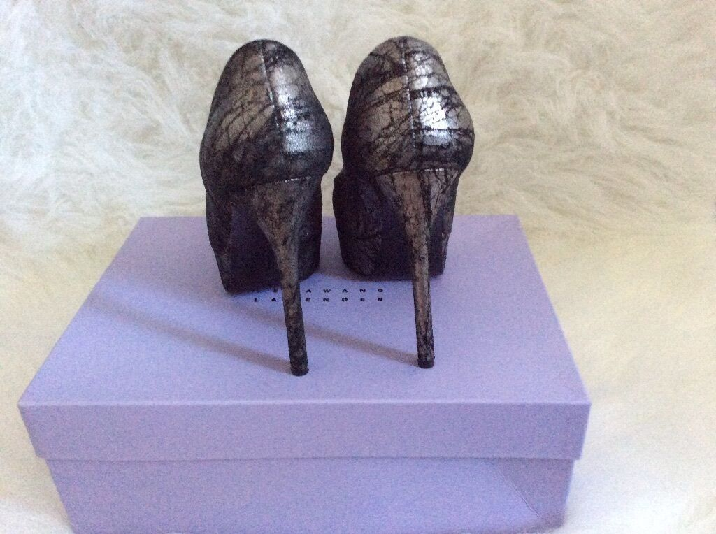Vera Wang lavender pump size 36 6 6 6 0d4e70
