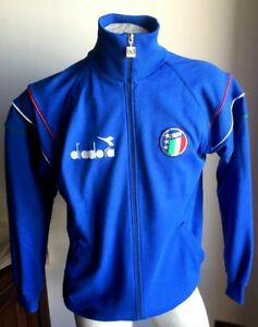 9238e23570aac Caricamento dell immagine in corso Completo-maglia-italia-90-diadora-felpa -jacke-giacca-