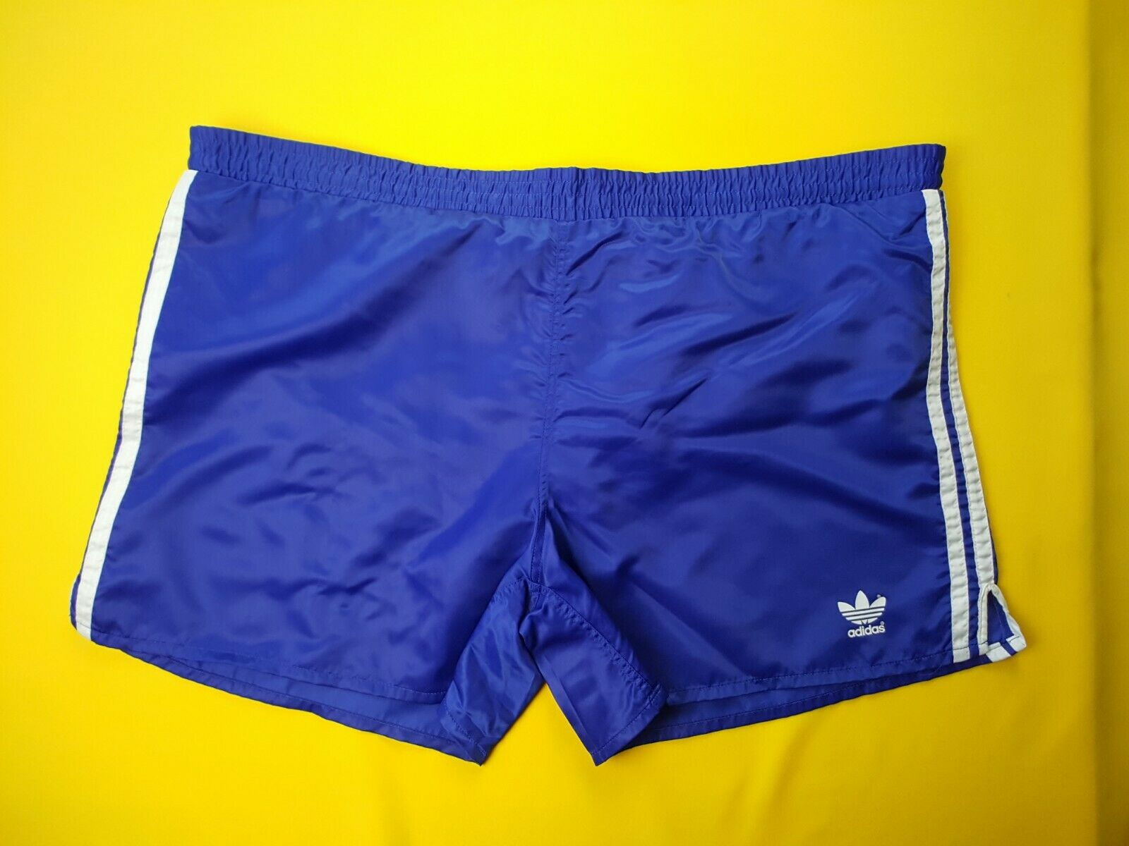 8b4276f92 4.9 5 Adidas vinatge retro shorts size XL 2XL soccer football ig93 ...