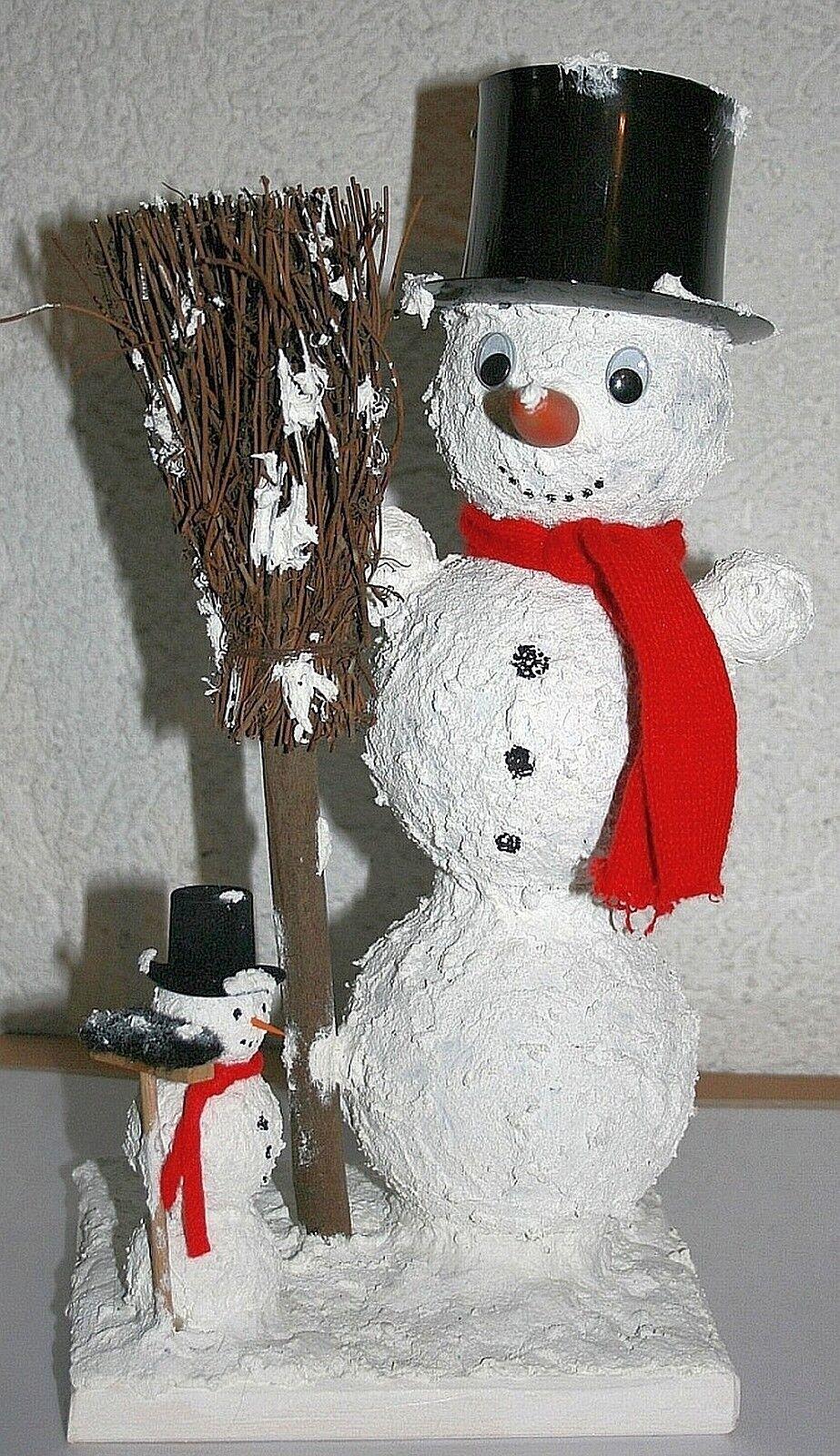 Weihnachtsdeko Schneemann Paar 34+11,5 cm Acrylkugeln Zylinder Besen Holzbrett