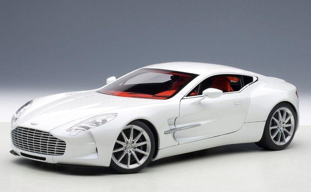 envío gratuito a nivel mundial 70244 Autoart 1 18 Aston Aston Aston Martin ONE-77 blancoo Modelo Coches  directo de fábrica