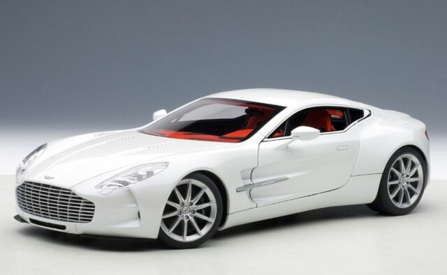 70244 AUTOart 1:18 Aston Martin ONE-77 White model cars