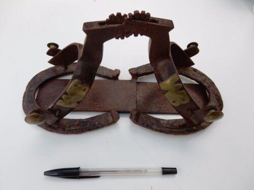 des livres unique des dans Éperons serre de de années l'Antiquité 1800 forme morceau sur kitsch à montés cheval sous chaussures 7xBvdHqB