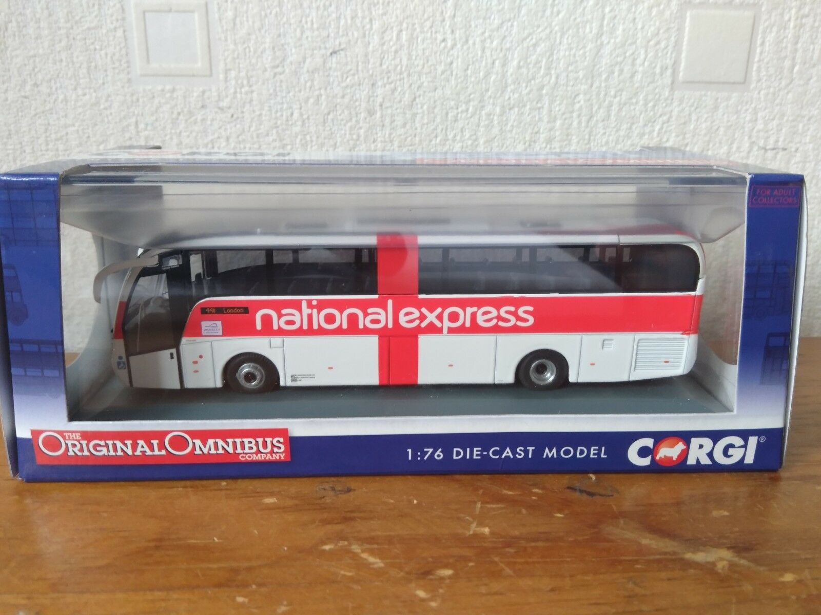 OM46407B. NATIONAL EXPRESS  BUS
