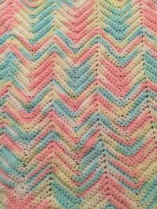 Handknit-Pastel-BABY-BLANKET-38-034-x30-034-CHEVRON-Ripple-Stitch
