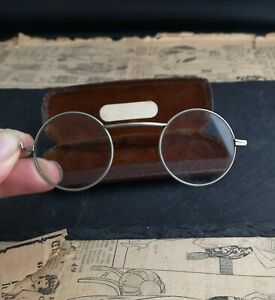 Vintage-20s-round-framed-glasses-lorgnettes-spectacles