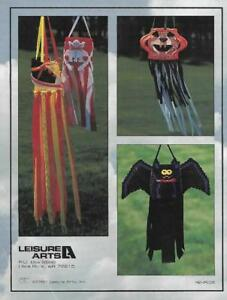 Creative-Wind-Socks-a-Supplement-Booklet-from-Plastic-Canvas-Corner-1994