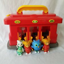 Daniel Tigers Neighborhood DELUXE ELECTRONIC TROLLEY w  4 Figures Moves  Sound 449435ffb