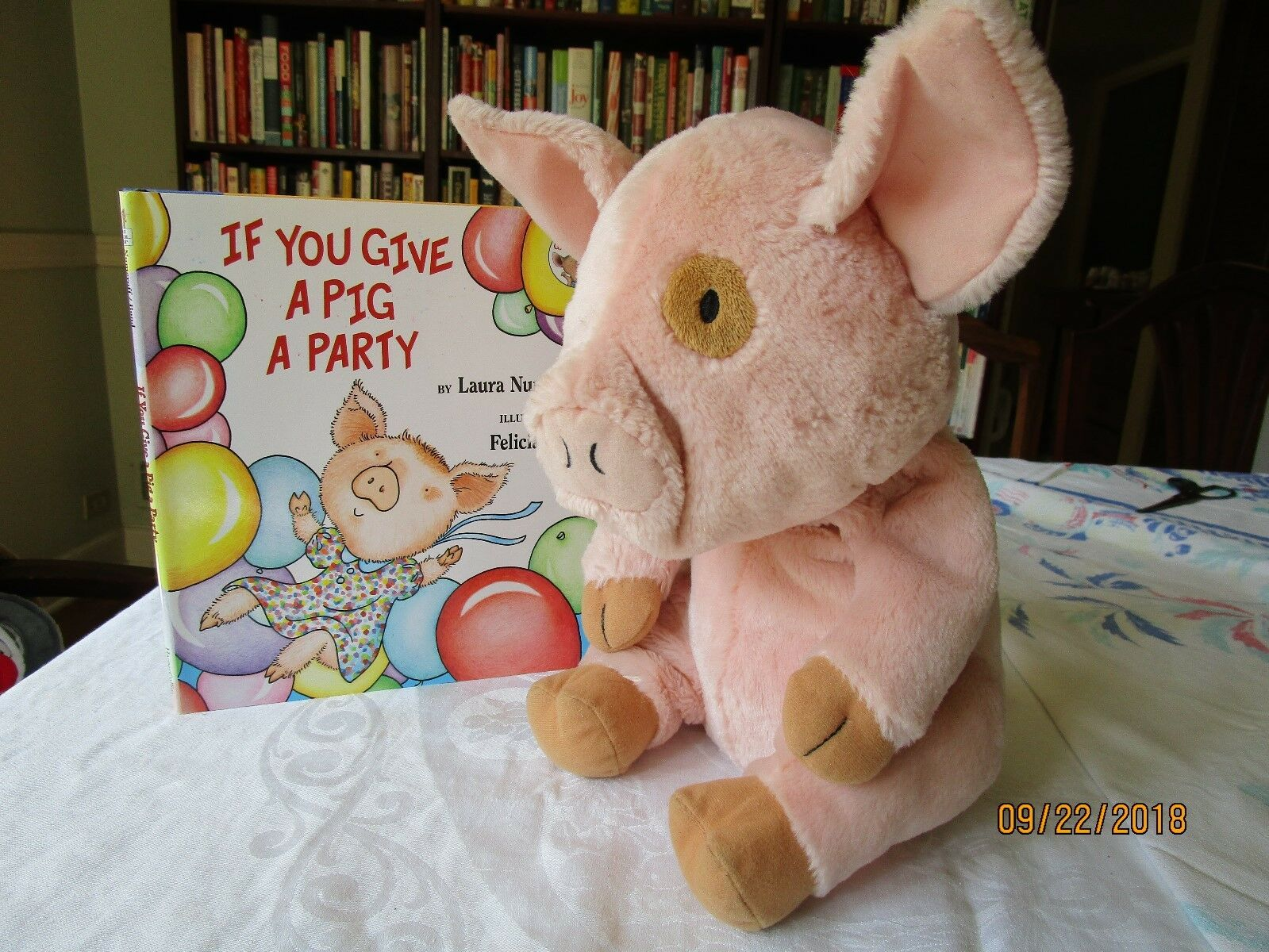 Autographed Autographed Autographed copy If you give a Pig a Party and plush pig Kohl's cares e9f015