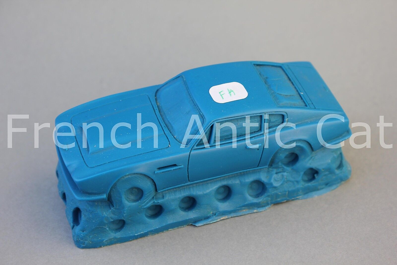 Rare miniature vehicle matrix aston martin v8 vintage 1 43 heco modeles fa