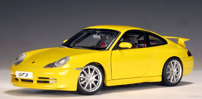 1999 PORSCHE 911 CARRERA GT3 (996) Jaune AUTOART  77812 1 18 Brand New in Box