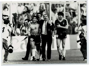 Maradona-Bilardo-Dezotti-Gioia-a-fine-gara-qualificazioni-Italia-039-90