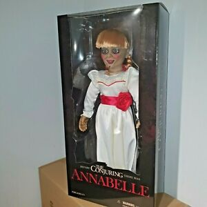 Mezco-Annabelle-18-034-Prop-Replica-Roto-Pluesch-MDS-Puppe-Figur-der-Zauber-46cm